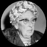 Agatha Christie in Nederland detectiveschrijfster bij aankomst op Schiphol me Bestanddeelnr 916